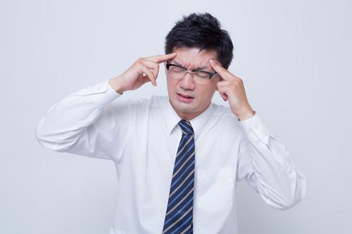 悪玉コレステロールが180あって悩む男性